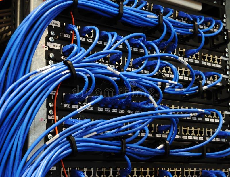 De ruimte van de server met apparatuur stock foto's