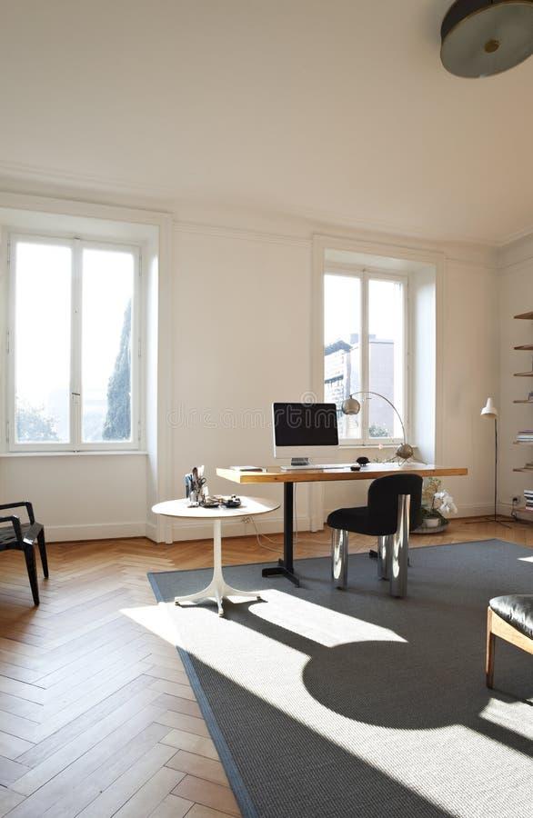De ruimte van de studio met retro meubilair stock foto's
