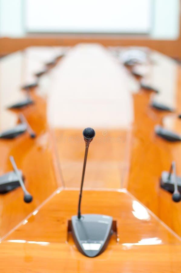 De ruimte van de vergadering en microfoon stock foto