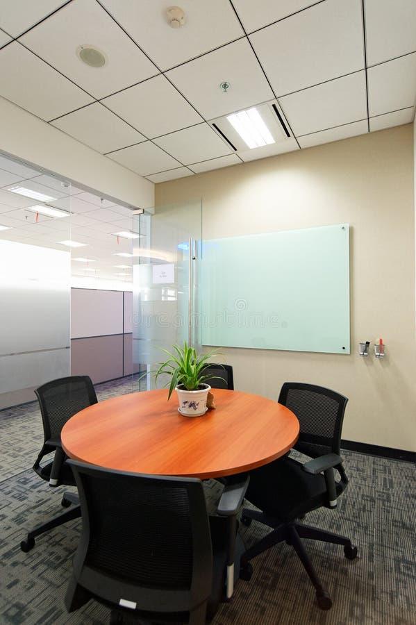 De ruimte van de vergadering van bureau royalty-vrije stock foto