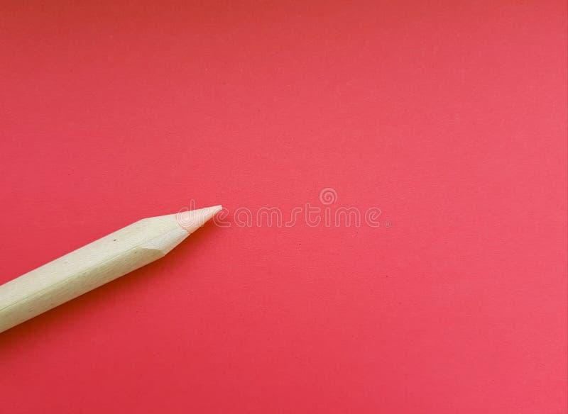 De ruimte van het exemplaar met potlood over rode achtergrond stock foto's