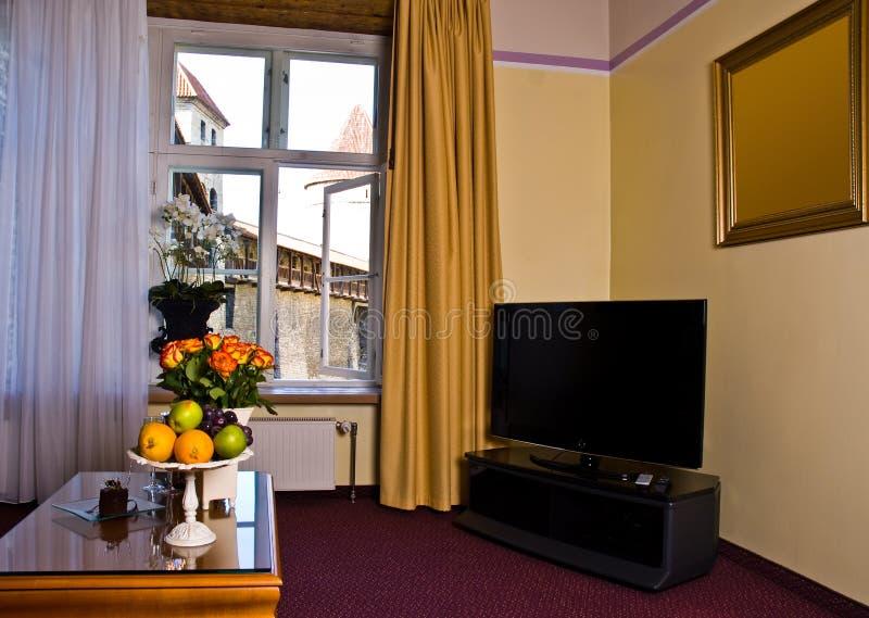 De ruimte van het hotel met TV stock afbeelding