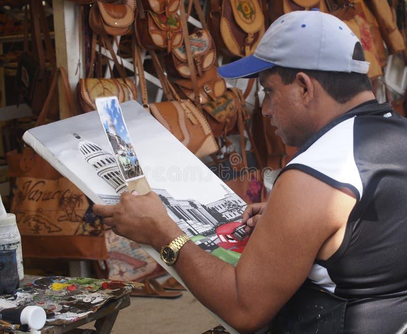 De Ruimte van kunstenaarspainting in market in Varadero Cuba stock foto's