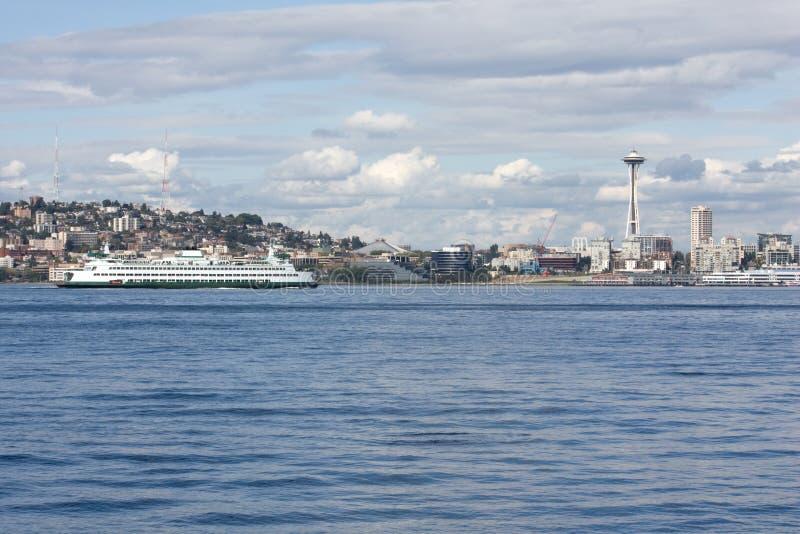 Download De RuimteNaald Van Seattle En Correcte Veerboot Puget Stock Foto - Afbeelding bestaande uit boot, geluid: 10784294