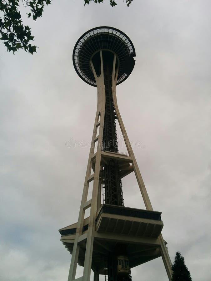De Ruimtenaald van Seattle op een donkere dag stock afbeeldingen
