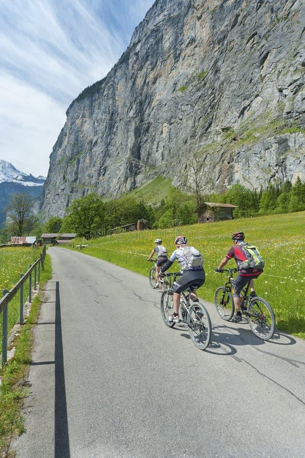 De Ruiters van de fiets stock fotografie