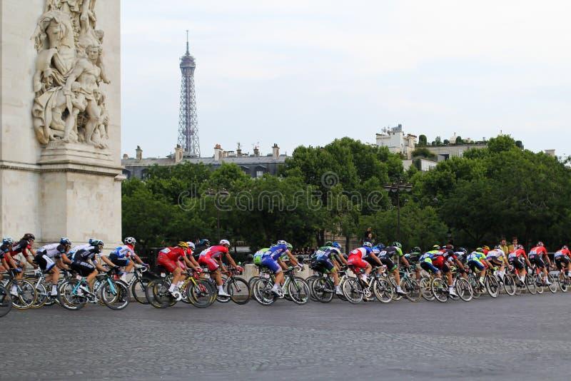 De Ruiters van de fiets Ronde van Frankrijk, Ventilators in Parijs, Frankrijk Sportcompetities Fiets peloton royalty-vrije stock afbeelding