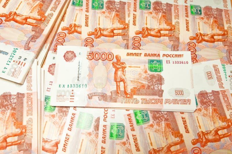 De Russische achtergrond van vijf duizend roebelsbankbiljetten royalty-vrije stock foto