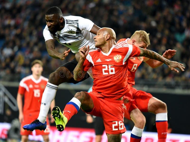 De Russische nationale striker Ari van het voetbalteam en Duitse verdediger A royalty-vrije stock foto