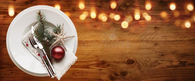 De rustieke decoratie van de Kerstmislijst stock fotografie