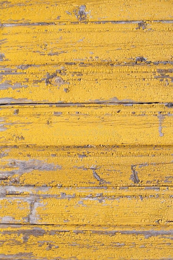 De rustieke houten oude afgeschilferde gele geschilderde textuur van planked muurpatroon royalty-vrije stock foto