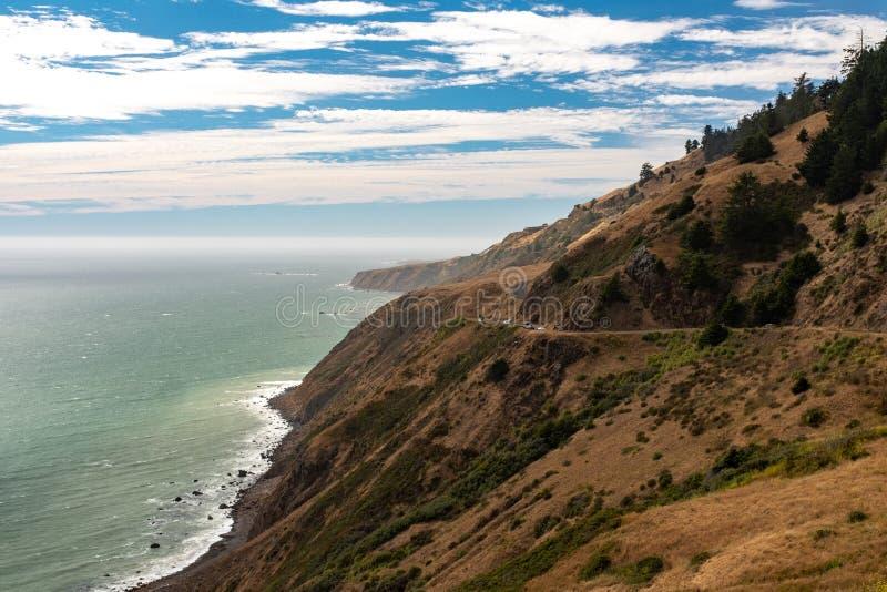 De ruwe Noordelijke kustlijn van Californië stock afbeelding