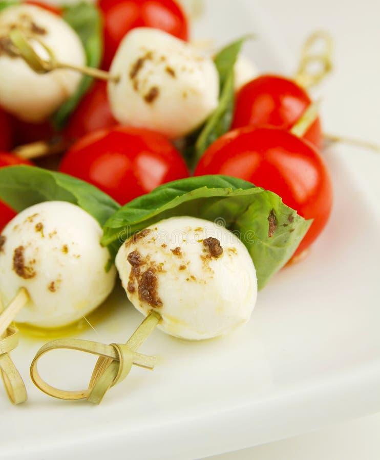 Download De salade van Caprese stock afbeelding. Afbeelding bestaande uit kaas - 29501817