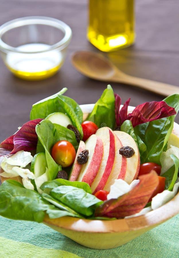 De salade van de appel en van de spinazie stock foto's