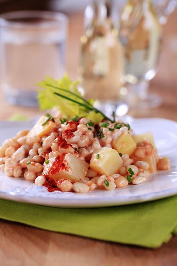 De salade van de boon en van de aardappel royalty-vrije stock foto's