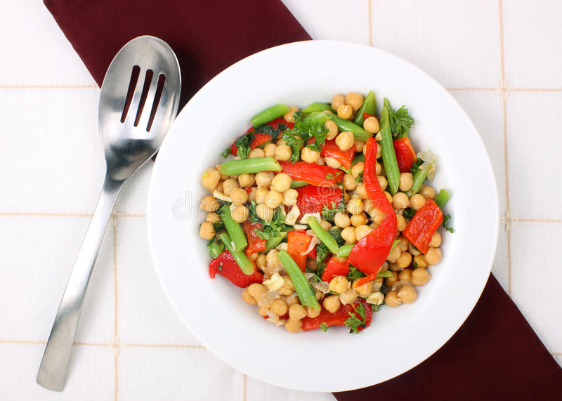 Download De Salade Van De Kikkererwt Stock Foto - Afbeelding bestaande uit peper, munt: 29500946