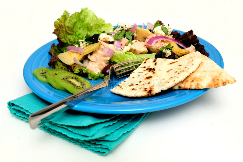De Salade van de tonijn met Pitabroodje stock afbeeldingen