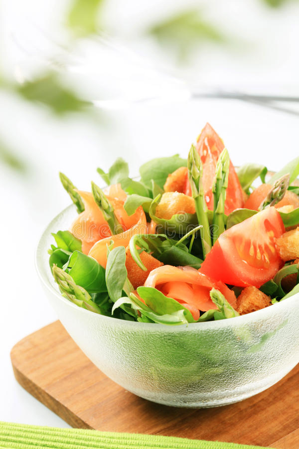Download De salade van de zalm stock foto. Afbeelding bestaande uit detail - 10778790