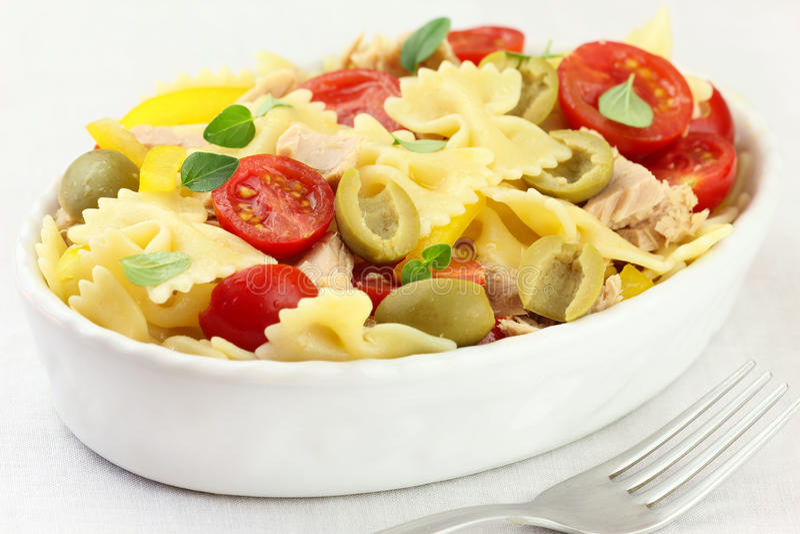 De salade van deegwaren stock fotografie