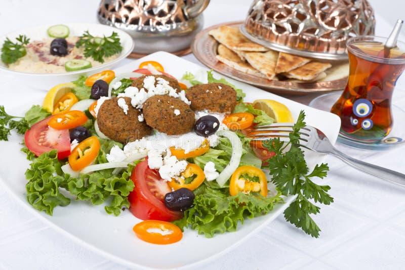 De Salade van Falafel met Pitabroodje en Hummus royalty-vrije stock afbeelding