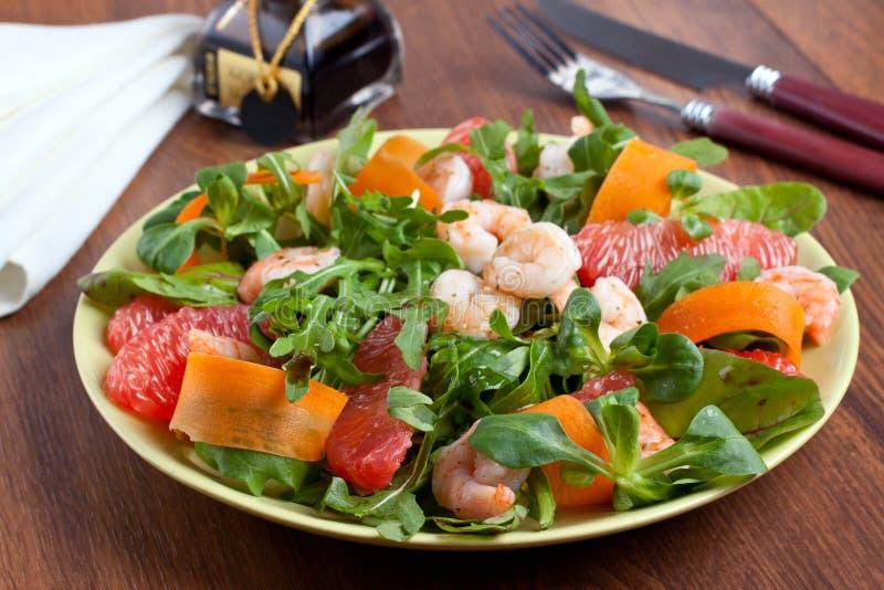 Download De salade van garnalen stock foto. Afbeelding bestaande uit citrusvrucht - 29501380