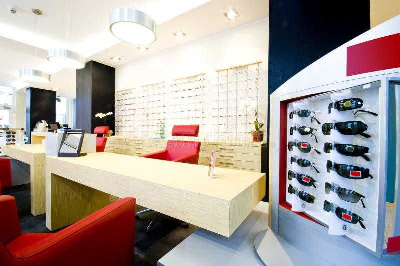 De salon van de opticien stock afbeeldingen