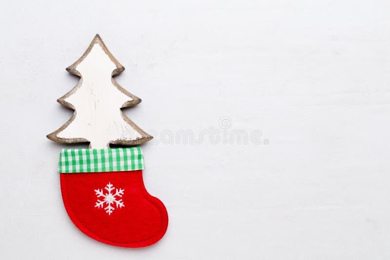 De samenstelling van Kerstmis Giften, sterrendecoratie op witte achtergrond Kerstmis, de winter, nieuw jaarconcept Vlak leg, hoog stock foto