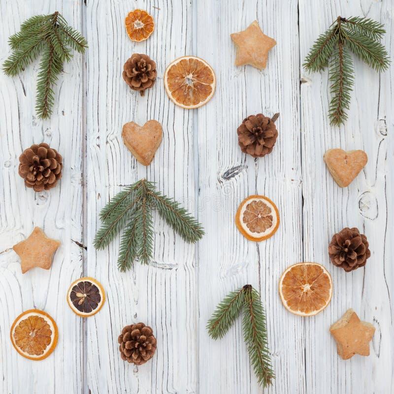 De samenstelling van Kerstmis op oude grunge houten raad stock foto