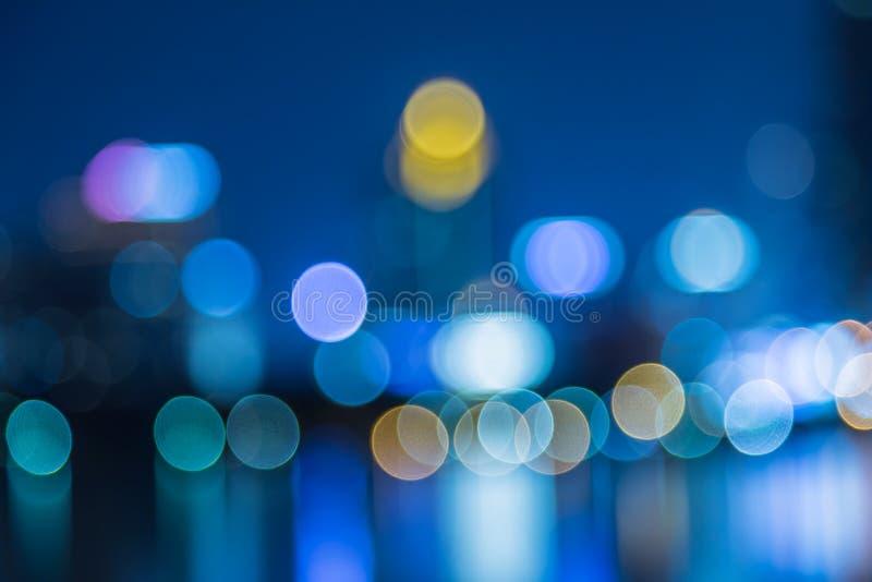De samenvatting, nachtcityscape licht onduidelijk beeld bokeh, defocused achtergrond royalty-vrije stock afbeelding