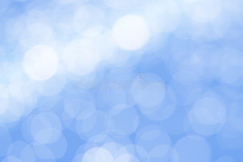 De samenvatting vertroebelde de blauwe achtergrond van bokehlichten stock foto