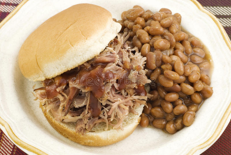 De Sandwich van de barbecue met Gebakken Bonen stock foto