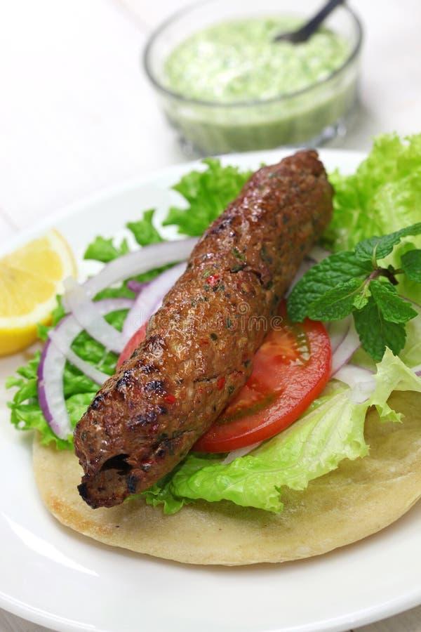 De sandwich van de schaap seekh kabab kebab royalty-vrije stock afbeelding