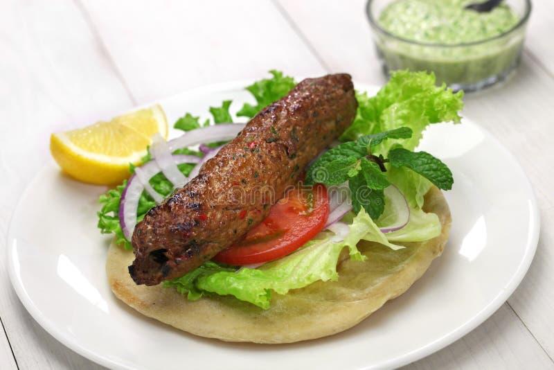 De sandwich van de schaap seekh kabab kebab stock afbeeldingen