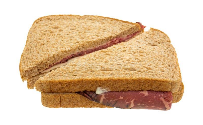De sandwich van het braadstukrundvlees met kaas en Mayo stock foto