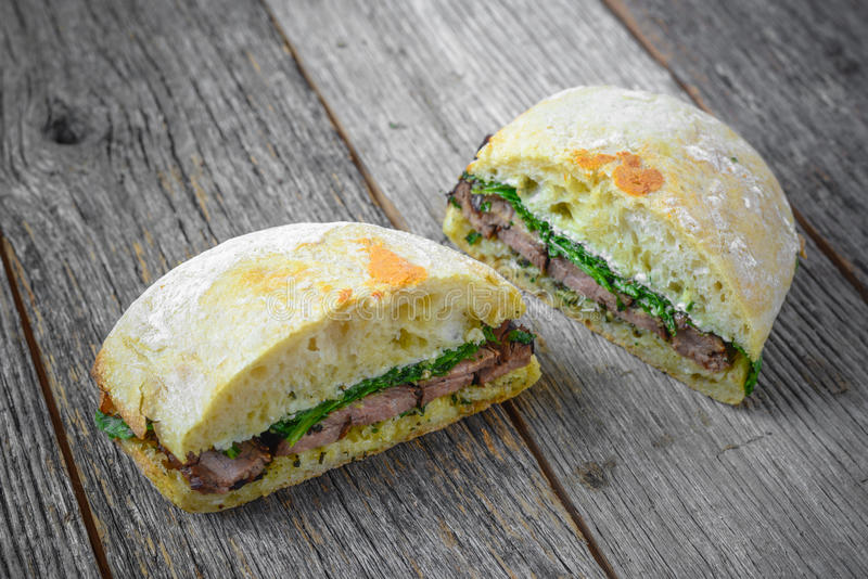 De sandwich van het rundvleeslapje vlees royalty-vrije stock fotografie