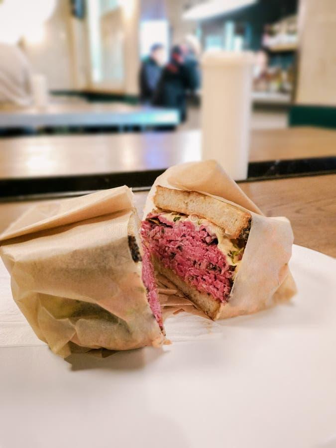 De sandwich van Pastramireuben stock foto