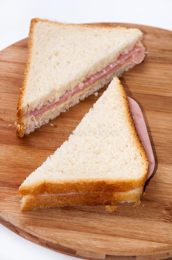 De sandwiches van de driehoekstoost met ham stock afbeeldingen