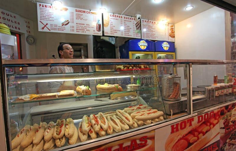 De sandwichkoffie van de snel voedselsnack Montmartre parijs royalty-vrije stock fotografie