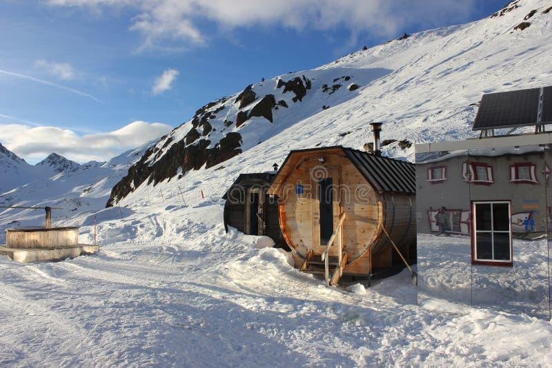 De sauna en de winter van Val Senales in Italië royalty-vrije stock foto's