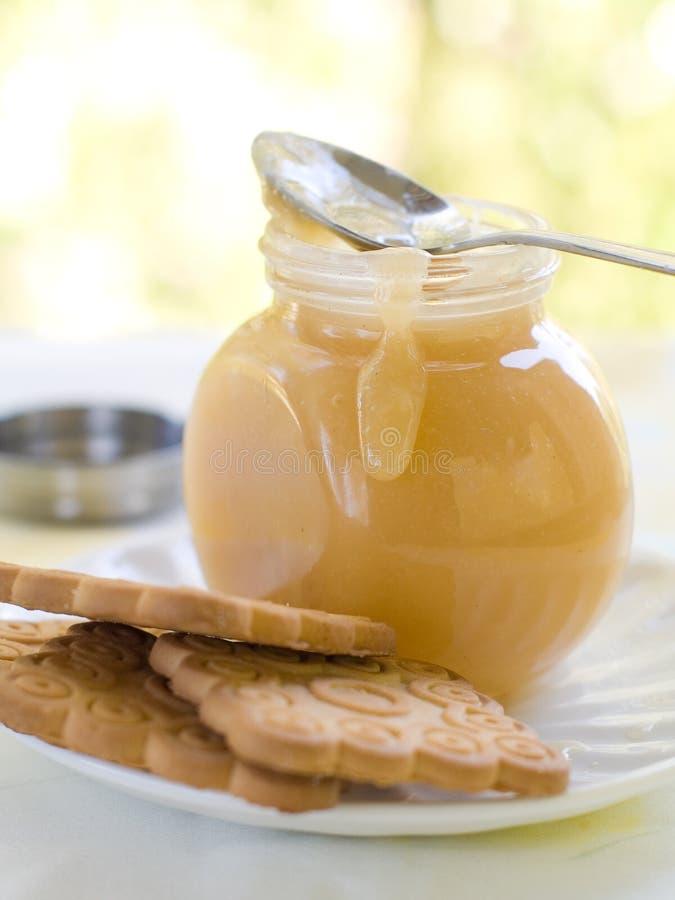 De saus van de karamel stock afbeeldingen