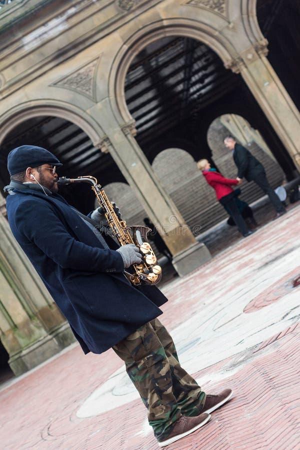 De Saxofoonspeler van de Central Parkwandelgalerij royalty-vrije stock afbeeldingen
