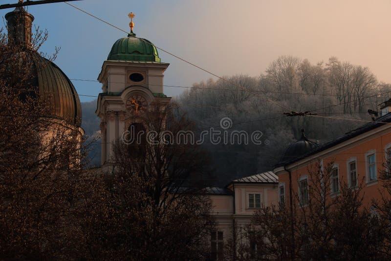 De scène Salzburg Oostenrijk van de de winterlevensstijl royalty-vrije stock afbeeldingen