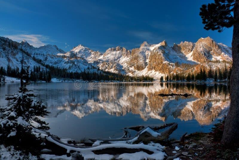 De scène van Alice Lake Winter stock fotografie
