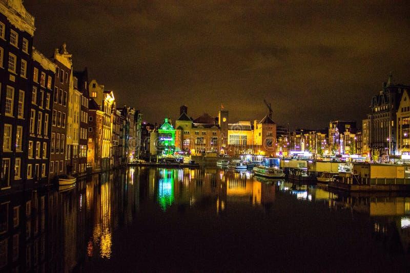 De scène van de de nachtstad van Amsterdam royalty-vrije stock afbeeldingen