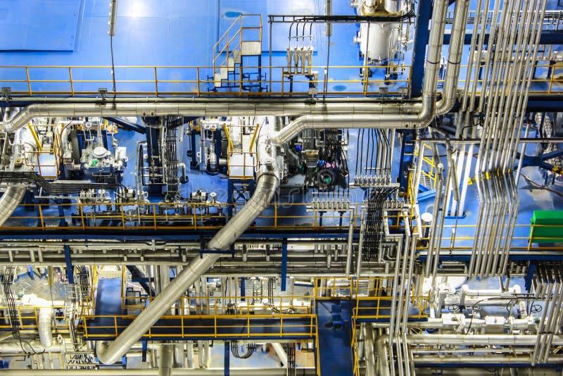 De scène van de nacht van chemische installatie stock foto's