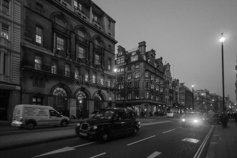 De scène van de nachtstraat, Londen royalty-vrije stock afbeeldingen