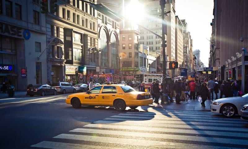 De scène van de straat op Vijfde Gemiddeld in New York royalty-vrije stock afbeelding