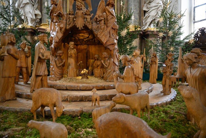 De scène van geboorte van Christuskerstmis - de Heilige Familie met drie Koningen en Sheperds stock foto's