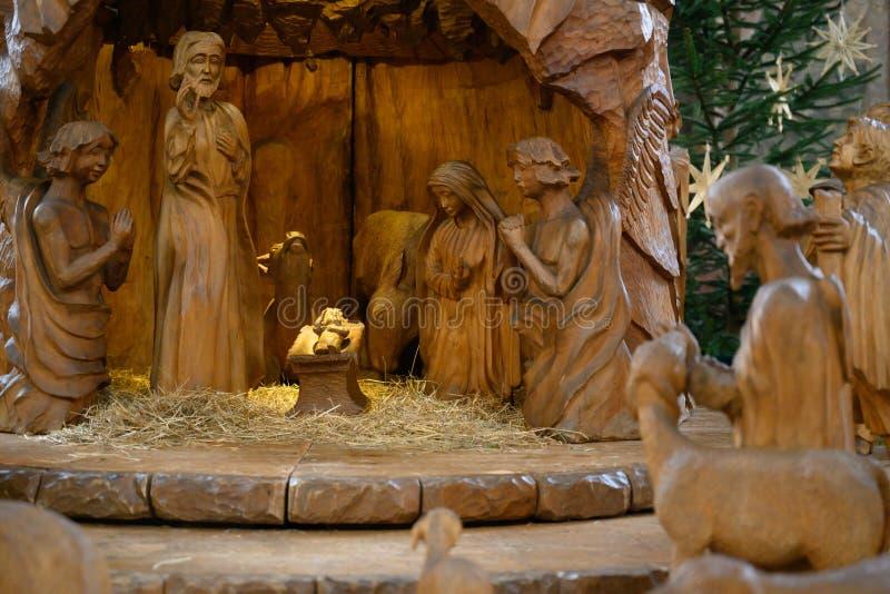 De scène van geboorte van Christuskerstmis - de Heilige Familie met drie Koningen en Sheperds royalty-vrije stock fotografie
