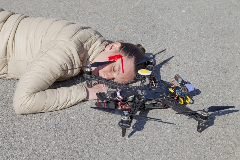 De scène van het hommel quadcopter ongeval in stad royalty-vrije stock afbeeldingen